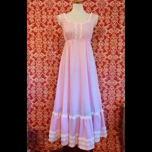 VTG Pink Gingham Lady Weldon Gown & Robe